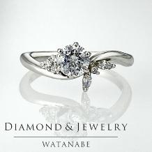 WATANABE/卸商社直営 渡辺:[0.301ct]花嫁の指元を彩るコサージュの様な可憐なデザイン