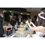 イタリア料理 北新地 a freak(ア・フリーク):素敵なシャンパンピラミッドで、二人の溢れる幸せをみなさんにお裾分け。