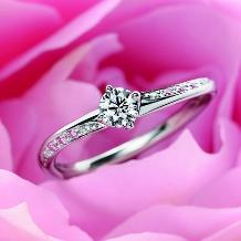 ウエディングジュエリー博泉堂(はくせんどう)_【愛され花嫁必見!】流れるピンクと白のダイヤに「一目惚れ★」長く愛せる婚約指輪♪