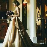 あゆみブライダル:【Mirte】おしゃれでクラシカルなゴールドドレス