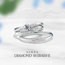 銀座ダイヤモンドシライシ:大小のメレダイヤは、センターダイヤを引き立てるウェーブライン【イーノ】