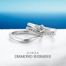 銀座ダイヤモンドシライシ:深すぎないVライン、上品で着けやすく【エンジェルラダー】