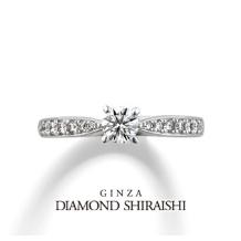 銀座ダイヤモンドシライシ:立体的なデザインによりサイドからルースが象徴的に見える【ディアナディー】