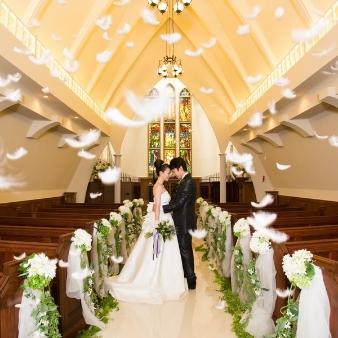 コッツウォルズ(Bridal On Water COTSWOLDS):【一目惚れ花嫁続出】ステンドグラスチャペル入場体験