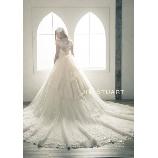 BRIDES(ブライズ):ドレス全体に広がる繊細な刺繍は圧巻!ロングトレーンをお探しの花嫁様にオススメ!