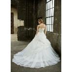 Mai BRIDE(マイブライド):スパン刺繍で豪華な煌めきのウェディングドレス