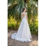 Mai BRIDE(マイブライド):バックスタイルを美しく!こだわりの白ドレス