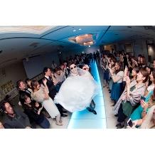 Alice Tokyo 日本橋:二次会なら、光るバージンロードでダンス入場なんてカジュアルな演出もぴったり!!