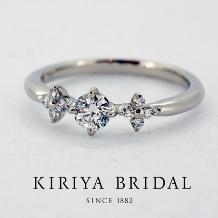 KIRIYA BRIDAL (宝石の桐屋)_両サイドにお花をあしらった新作エンゲージリング(FAVORI)
