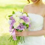 フラワーショップ花次郎:【シンプルなドレスにおすすめ♪】白バラとトルコキキョウのブーケ★18144円★