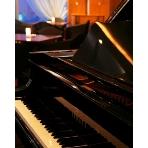 GARDEN CITY CLUB OSAKA:グランドピアノの演奏で入場はいかが?