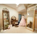 フェスタ カリーナ(旧ミルベーゼ横濱):ビアンコの新郎新婦様の控室