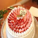 Italian Dining E'Carina!(カリ~ナ):かわいいイチゴの新郎新婦が2人を祝福