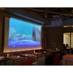 AOI cafe:エンドロールなども巨大スクリーンに映し出せます