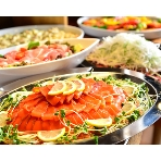 ダイニングスペース WEDDING HALL 名駅店:季節の旬の食材をふんだんに使用したビュッフェ料理