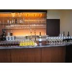 Ristorante ATTIMO:お飲物はバーコーナーよりお好きなものをお取りください。
