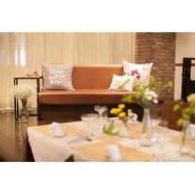 UNICO 西梅田:ブライズルームのソファを高砂で使用することも♪