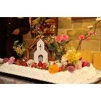 ナチュラルイタリアン Hibiki:「お菓子の家」がテーマのウェディングケーキ。もちろん手作りです!