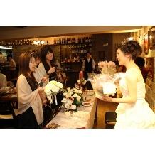 ナチュラルイタリアン Hibiki:ゲストの皆様から新婦様へのプレゼント。こんな幸せな時間がずっと続くのがHibikiのパーティーです!