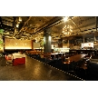 W CAFE 心斎橋(ダブリューカフェ):大きなガラス面が特徴の1Fカフェスペースは開放感があり、日暮れ前には自然光も素敵です。
