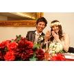 W CAFE 心斎橋(ダブリューカフェ):結婚指輪のお披露目は女性ゲストに人気のシャッターチャンス。写真撮影時に指輪お披露目のポーズで幸せのお裾分け。