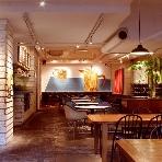 CAFE PARK:天井が高く、木の暖かみ溢れる空間