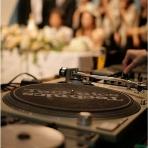 CAFE PARK:DJブースも完備♪お二人の思い出の曲も自由に流せます。