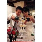 Peat IRISH TAVERN(ピートアイリッシュタバーン):シャンパンを豪快にグラスタワーに注ぎます!シャンパンは2本お店からプレゼント☆