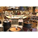 W omotesando The Cellar Grill:店内中央のグリルが一層会を盛り上げます