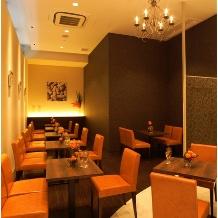 CORONA(コローナ):クロークや待合いスペースとしてお使いいただける半個室。パーテーションで更に区切る事も可能です。