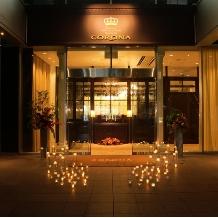 CORONA(コローナ):高級ホテルのようなエントランス。徒歩10分圏内に駅が8つあるのもうれしい!