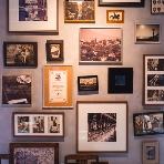 PIZZA SALVATORE CUOMO(サルヴァトーレクオモ):壁やソファなど、装飾できるところもたくさん♪おふたりらしいアイテムを飾って、貸切空間を楽しもう!