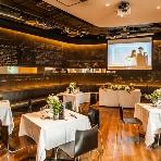 PIZZA SALVATORE CUOMO(サルヴァトーレクオモ):ラフに配置したテーブルに椅子をつけて、自由に座って楽しめる着席ブッフェスタイルも人気♪自由度の高いパーティーが叶います!