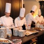Rotisserie T's RAY/ロティスリー ティーズ レイ:シェフ達が登場してお料理をデクパージュする、こんな贅沢な演出も可能です!