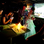 """二次会貸切パーティ imri(イミリ) 名古屋 栄:二次会でもなかなかゲストにお礼を言うチャンスが無かったりします。キャンドルサービスでは各テーブルを回るのでキャンドルに灯しながら""""今日はありがとう""""とゲスト全員に伝える事が出来ます♪"""
