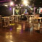 二次会貸切パーティ imri(イミリ) 名古屋 栄:ステージ前のスペースは人数やパーティーの内容によってお好きなレイアウトにアレンジ可能です☆