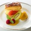 Alice aqua garden Tokyo 銀座:季節のフルーツとカスタードパイのデザート