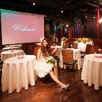Bee NAMBA:ゲストテーブルもクロスと装花で飾ればこんなに華やかになります。もちろんお店で注文できるので、当日は手ぶらでご来店OK♪