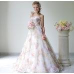 la chambre de Lotta(ラ シャンブル デ ロッタ):■グランマニエ■透け感のある花柄カラードレスは上品かつ印象的。