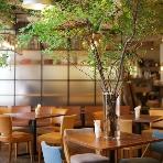cafe104.5:自然光が入り込むあたたかな店内