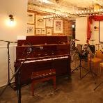 cafe104.5:ビッグバンドもできる広々としたステージ