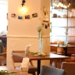 cafe104.5:自然光の差し込む店内