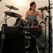 cafe104.5:ドレス姿でのドラム演奏♪