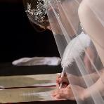 Lady Blue:【1.5次会】ゲストの前で結婚証明書にサインを