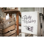 Party Wedding(パーティーウエディング):目印はフィンガーサインのついたこの白い看板♪
