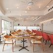 Wedding space hanami 表参道:1Fはカフェスペースは着席50名様、テラス席のご利用できます♪