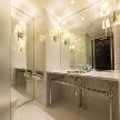 Wedding space hanami 表参道:お手洗いは広々と真っ白な空間。大きな鏡も女子にとっては嬉しいですね♪