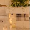 Wedding space hanami 表参道:鮮やかなキャンドルが、二人のウェディングロードを演出します