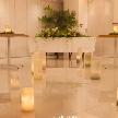 Wedding space hanami 表参道:ウェディングロードから続く高砂は、輝く未来を予感させます