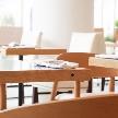Wedding space hanami 表参道:暖かみ溢れる木材を活かしたテーブル席